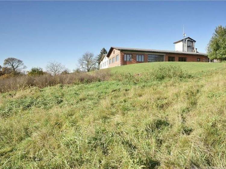 Objektbild: Top gepflegte, werthaltige (Gewerbe-) Liegenschaft mit ca. 1,1 ha Grundstück in schönster Aussichtslage und bester Anbindung!