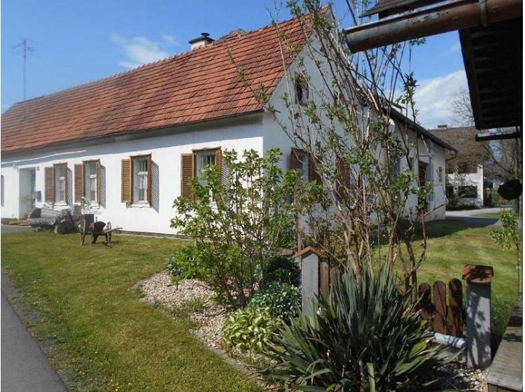 Objektfoto: Vierkanthof mit großzügigen Nebengebäuden im kleinen Dorfverband!