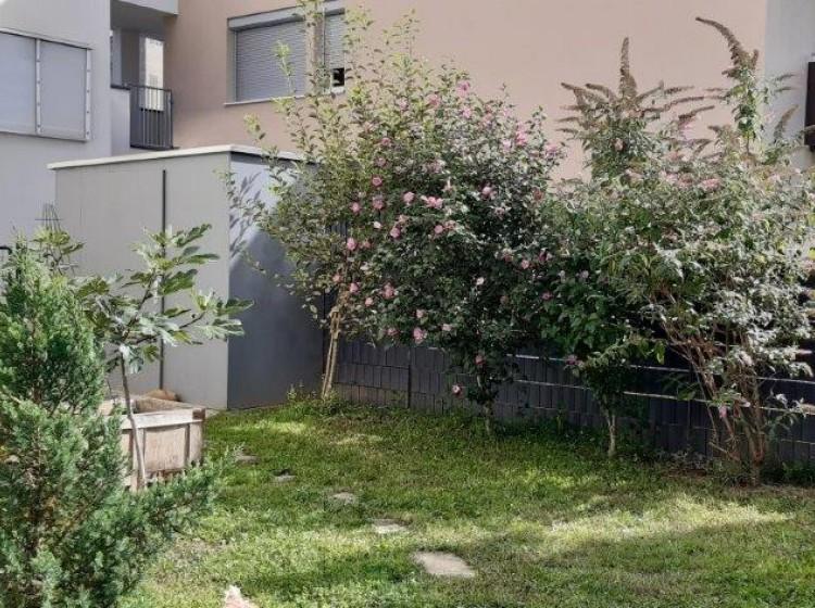 Objektbild: Anleger oder Eigennutzung - wunderschöne EG-Wohnung mit ca. 160 m² herrlichen Garten - 2 Carportplätze inklusive!